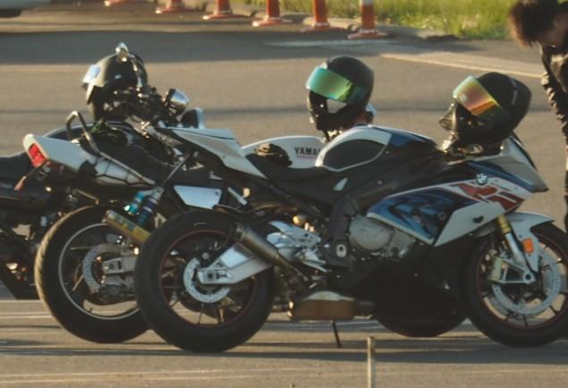写真に写っているバイクの車種はなんですか?