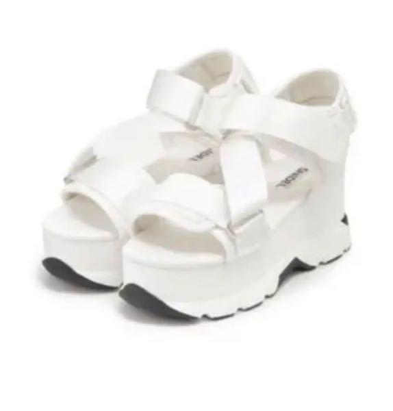 急募 秋冬にこのサンダルに靴下を履くのはおかしいでしょうか?