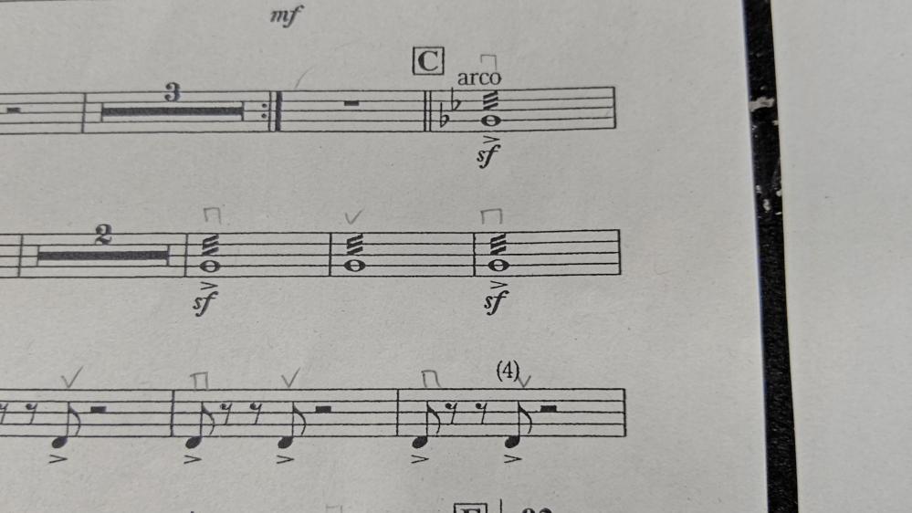 画像の音符の上の3本線 についての再質問です。 画像の選出ミスがあったので 前のは消しました。
