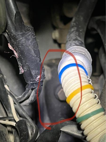 整備士の方ステアリングギアボックスの油滲みについてこんなものなのか教えてください。 画像載せておきます。 少し気になったので