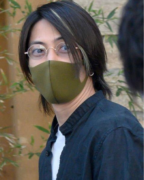 こちらの写真で、山下智久さんが着用されているサングラスが、どこのブランドでしょうか? 山下智久 山P サングラス