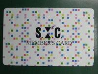 ファッションブランドの読み方がわかりません。  写真のMEMBER'S CARDの上の文字はなんと読むのでしょうか?