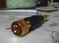 切り売りケーブルとバナナプラグを買ったのですが、つなぎ方がわかりません。 購入したのですが、つなぎ方がわかりません。 スピーカーケーブルは CANARE ( カナレ ) / 4S8 4芯 のケーブルです。 http://www.soundhouse.co.jp/shop/ProductDetail.asp?Item=219%5E4S8%5E%5E  バナナプラグは画像の通りです。 ...