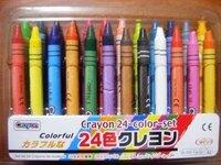 アメリカの子供は、絵を描くとき顔を何色で塗りますか? 近頃のクレヨンや色鉛筆には「はだいろ」という色は無く、 代わって「うすだいだい」や「ペールオレンジ」という 名称になりました。 おそらくこれは「人間の顔はこんな色だよ、と子供に対して 固定観念を押し付けると人種差別につながる」という発想に 基づくものと予測します。  さて、アメリカは他人種国家で白人も黒人も黄色人種もいます。...