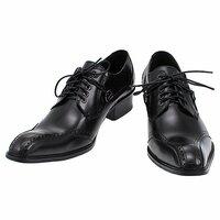 尖っている靴を履いてる人ってどんなイメージがありますか?  自分のほしいものはこのようなものなのですが…これは尖っていますかね?  たくさんの方に回答してもらいたいです。 キーワード 靴、ブーツ、皮...