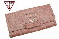 女子高生がGUESSの財布を持つのは、おかしいですか? この春高校生になったばかりの、15歳です。 高校に進学する時にGUESSの長財布を購入しました。 GUESSというブランドをよく知らなかったのですが、 色がも...