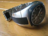 ビクトリノックス「hunter」 時計のベルト交換できますか? hunterの時計のベルトのゴム部分が劣化で千切れてしまい、ベルトを交換したいのですが 正規店に聞いたところベルト交換で1万円以上かかるとのこと。 ...