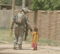 中東の方の兵士って、画像を見る限り全員長袖ですよね。熱くないんでしょうか??