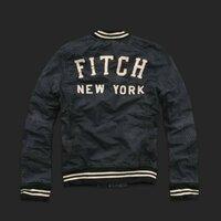 アバクロ ジャケット(添付写真)の詳細が知りたいです。 ①商品名は? ②商品はいつ頃発売のジャケットでしょうか? ③大きさはアバクロ特有のの日本サイズより大きめでしょうか? ④現地アメリカではどのくらい(金額)で店頭発売しているのでしょうか?    以上、詳しい方教えていただきたいです。