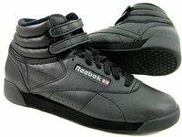 reebok(リーボック)フリースタイルのハイカットシューズをお持ちの方に質問です! ずっとこの靴を探しているのですが…なかなか靴屋に置いてなく、ネット通販で購入を検討しています。 リーボックはサイズが小...