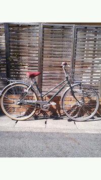 自分の自転車、どう思うかくだらないですが、教えてください。 自己満足なのは分かってますが、他人から見てどういう感じなのか、ちょっと気になったので教えてください。 画像小さくて、画質悪くてすいません…。 【自分の自転車について】 ・奈良県にある自転車メーカーの自転車。4年ほど前に購入。 ・車体カラーは見てもらえば分かりますが、緑色。 ・BAAマークなどはないですが、カラーで選び、購入...