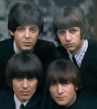 ビートルズのマッシュルーム・ボブ ビートルズのこの4人のヘア・スタイルって 全員、マッシュルーム・ボブですか?