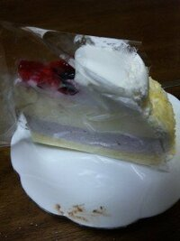 イタリアントマトのケーキなんですが、このケーキの名前またはカロリーが分かる方いませんか?