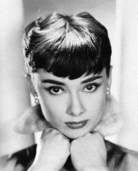 【海外のトップ美女女優について】 私は最近、海外のトップ美女女優に興味があります(^^)  オードリー・ヘプバーンさんは本当に綺麗ですよね... ♥  美女なのに、支援活動をされていたり...素敵です(*^_^*) ...