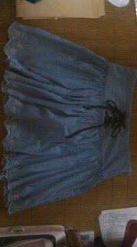 ファッションについて…   下の画像のスカートなのですが。。。  そのスカートに似合う トータルコーディネート なるべく 詳しく教えてくださいm(__)m