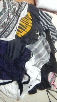 ボーダーマキシ 黒のライダースジャケット 柄ものドルマンシャツワンピ 白のシャツブラウス ニットワンピース グレーと黄色のドルマントップス  花柄ワンピ  私の私服の一部です。  こんな服きるのですが 足元は...
