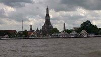 バンコクのチャオプラヤー川はなんでいつも土色に濁っているのですか?