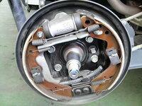 整備士の方に質問です。 車検時のブレーキ調整について。 軽自動車のリアドラムブレーキを手動で調整しますか? それとも自動調整に任せますか?