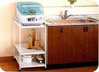 食器乾燥機の置き場所についてお聞きします 写真のようにシンクにおき場所がなく、シンク横にワゴンを置いて設置した場合  ワゴンとシンクの間が水浸しになる恐れがあります。どのようにすれば水気を防げますか?