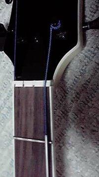 ダダリオのフラットワウンドのベース弦についてですが どうやら僕のベースはミディアムより長めのやつで(いわゆる一般的なジャズベ位の長さ) 買った弦はミディアムスケールだったので、太い部分からだんだん細...