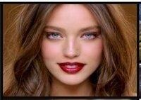 写真の海外の女優さん(モデルさん?)の名前が知りたいです。 この写真の女優さんの名前が知りたいです!モデルさんかもしれません・・・。 メイベリンニューヨークでよくモデルをされている方です。 写真はメイベリンのHPからのキャプチャです。  http://www.maybelline.co.jp/makeup/brand/2011/colorful/ ↑こちらのトップの写真も多分同じ方...