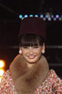 帽子の種類 名称 お教えください。 詳しい方、是非お教えください。 下記画像は今年の東京ガールズコレクション名古屋にて、大政絢さんが着用されたものです。 ブランド名や取扱い店舗を探したのですが分から...