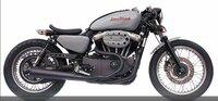 ハーレーXL1200Nでこんなカスタムしたいと考えています。 このスタイルに憧れていますが やはり乗りにくいでしょうか?  ハーレーはこんなことするバイクではないのかな? 国産2ストでセパハン、バックステッ...